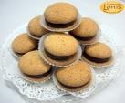 Macaron (μακαρόν) με γέμιση πραλίνας φουντουκιού